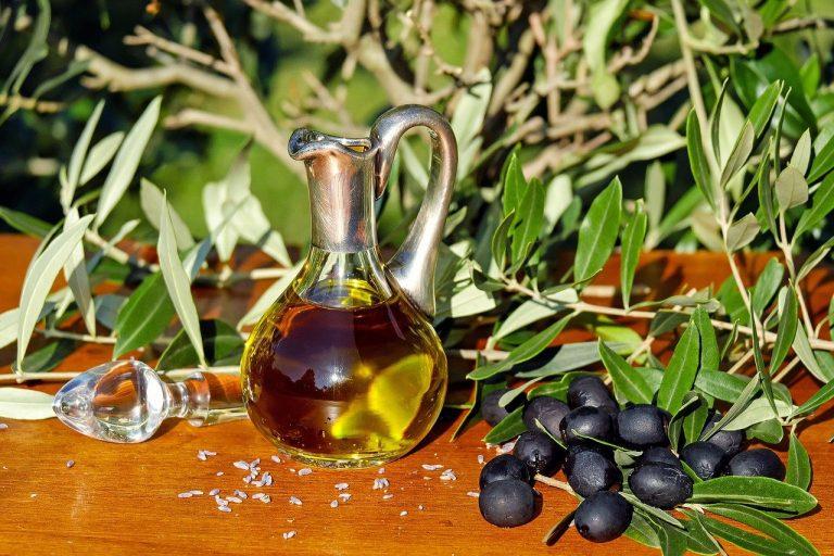 olive oil, oil, olives-1596639.jpg
